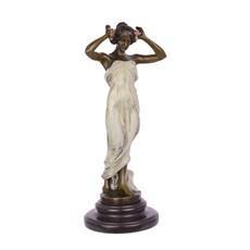 Sculpture de nymphe de la vallée